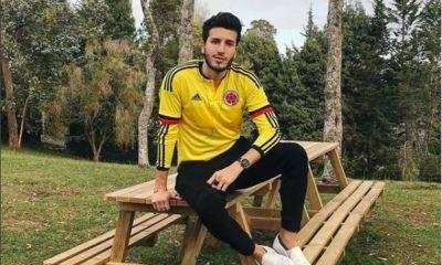 Sebastián Yatra veste a camisa da Colômbia na torcida pela Copa do Mundo de 2018