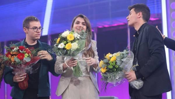 Raúl Gomez, Amaia e Alfred pouco depois de Tu Canción ser escolhida para representar a Espanha no Eurovision 2018, em Lisboa