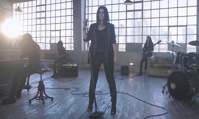 Laura Pausini revelou o making of do videoclipe de Frasi A Metà
