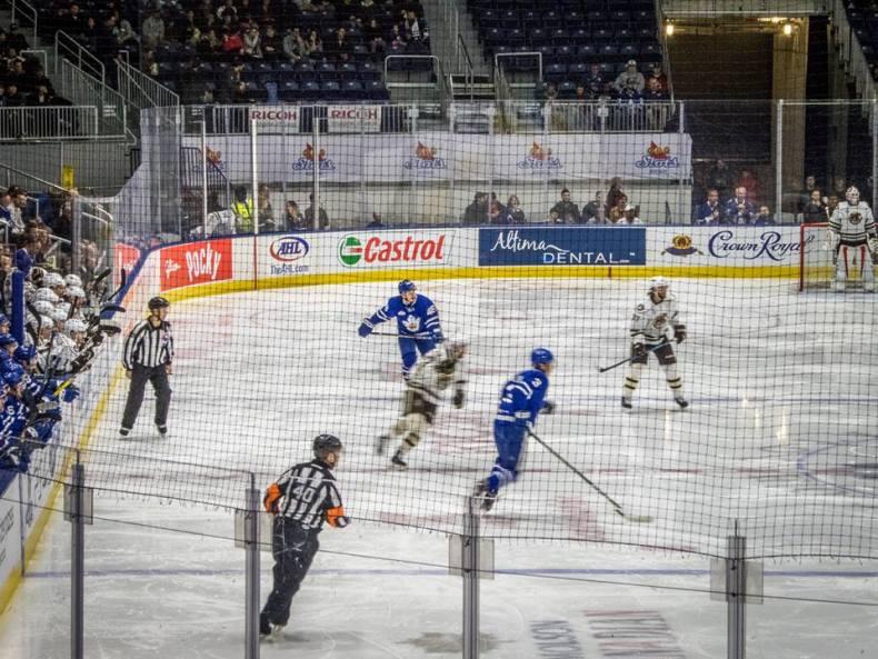 Como é assistir um jogo de Hockey em Toronto?