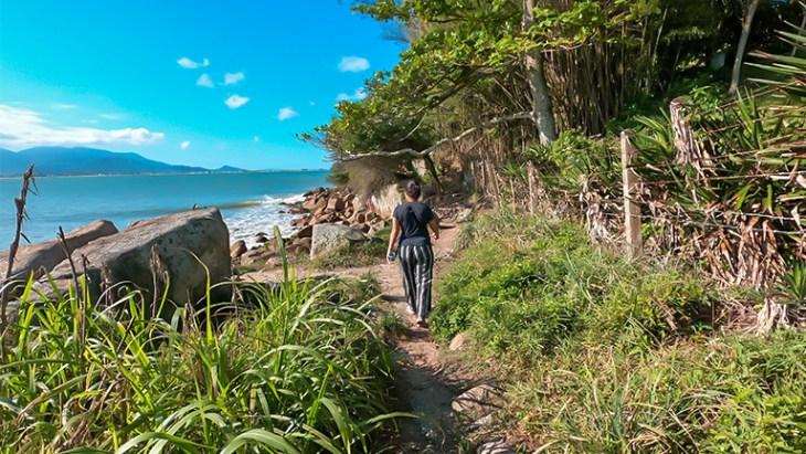 trilha da praia da pinheira