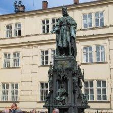 statua re Carlo