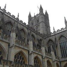 cattedrale gotica con torre