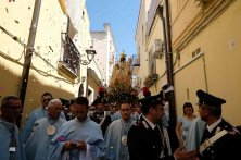 Vergine nera in processione