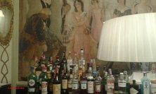 bar con affreschi