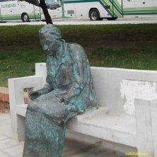 statua poetessa premio Nobel
