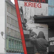 foto d'epoca all'esposizione sul Muro