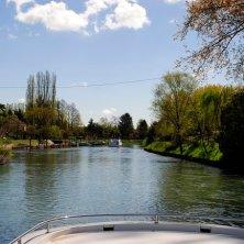Houseboat_in navigazione_ verso Venezia