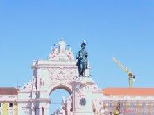 arco e statua equestre
