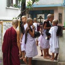 novizi al monastero