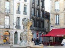 piazza nel quartiere Saint Pierre