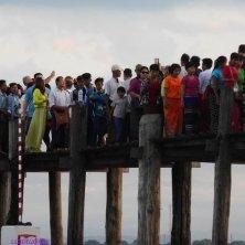 ponte affollato