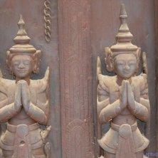 spiriti al tempio di tek a Mandalay