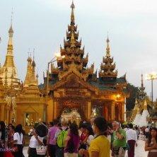folla alla Shwedagon