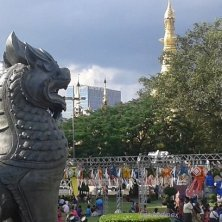 giardino con la Sule Pagoda sullo sfondo