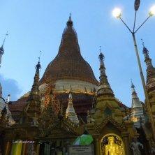 le luci si accendono alla Shwedagon