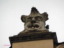 mascherone sul Mercato dei Tessuti