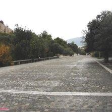 strada lastricata sotto l'Acropoli