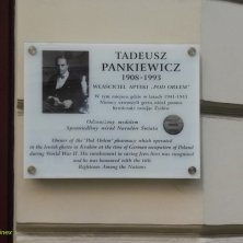 targa in memoria del farmacista di Cracovia