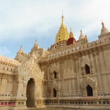 pagoda bianca e oro