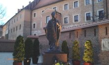 statua del Papa al Castello