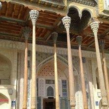 colonnato di legno Bolo Khauz