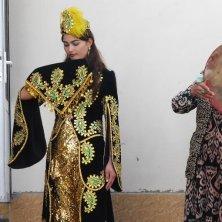 sposa novella in abiti tradizionali