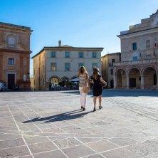 montefalco-piazza-del-comune-palazzo-comunale