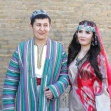 sposi in abiti tradizionali