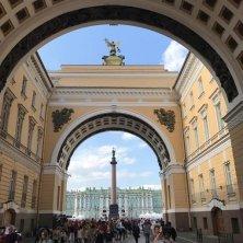 Palazzo d'Inverno e archi Ermitage San Pietroburgo