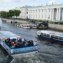 San Pietroburgo in battello