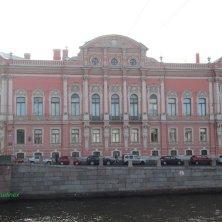 palazzo degli Atlanti sul lungofiume San Pietroburgo