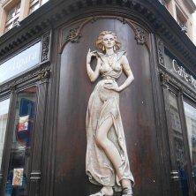 insegna di ispirazione art nouveau a Praga