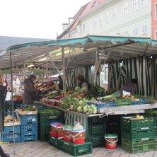 banchi in piazza del Mercato