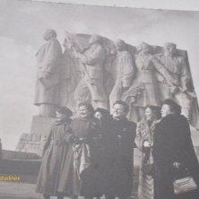 foto della statua di Stalin abbattuta esposta al museo del Comunismo