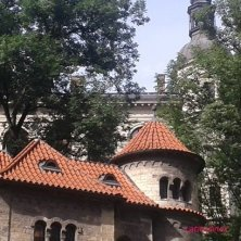 sinagoga Klausen tra gli alberi