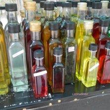 bottiglie di Raki a Creta