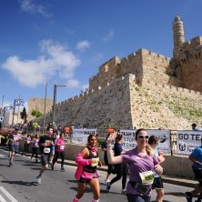 corridori alla Maratona di Gerusalemme