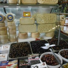 formaggi e olive a Chania