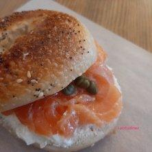 bagel al salmone