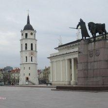 campanile e piazza della cattedrale Vilnius