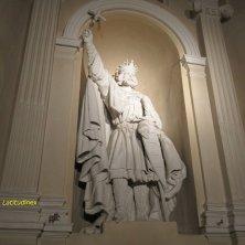 statua tomba San Casimiro
