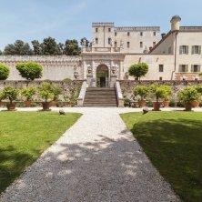vista del portale d'ingresso dal giardino_ph courtesy of Catajo