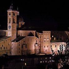 Urbino palazzo ducale notturno