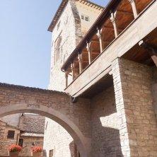 spello-centro-storico-loggiato-palazzo-urbani