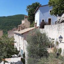 al borgo Castello di Postignano