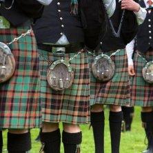 kilts-red-green-closeup-pipe-band visit scotland