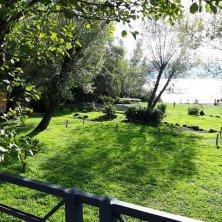 sulla riva del lago di Castel Gandolfo