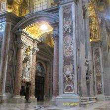 colonne interno basilica