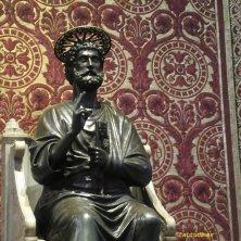 statua medievale di San Pietro